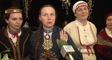 """Tradicionālās dziedāšanas grupa """"Saucējas"""" prezentē disku """"Trīci munu ustobeni"""""""