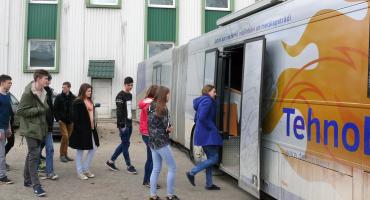 Mobilā demonstrāciju laboratorija TehnoBuss piestāj Kārsavas vidusskolā