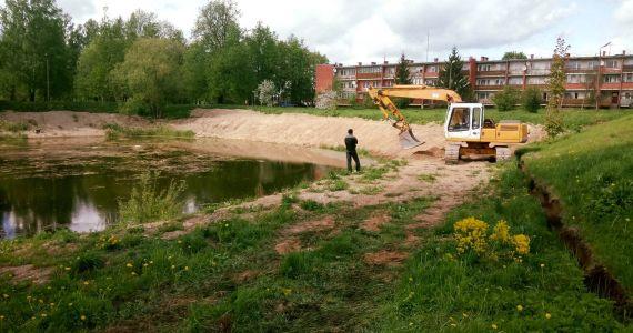 Kārsavas pilsētā uzsākti darbi pie dīķa labiekārtošanas