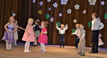 """Bērnu deju kolektīva """"Vilcieniņš"""" 20 gadu jubilejas svinības"""