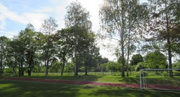 Publiskā apspriešana par koku ciršanu Kārsavas stadionā