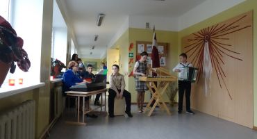 """Salnavas pamatskolā koncerts """"Latvijai 99."""""""