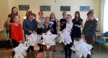 Kārsavas vidusskolas skolēni viesojās pie senioriem