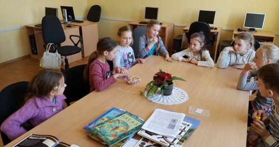 Kārsavas pilsētas bibliotēkā viesojās skolēni no vidusskolas