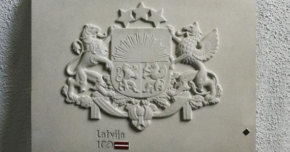 Firma Sakret sarūpējusi dāvanu 119 Latvijas pašvaldībām – Latvijas ģerboni