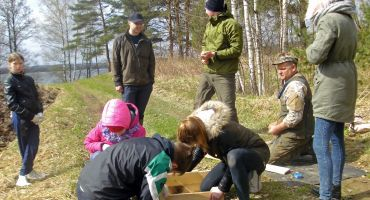 Mērdzenes pamatskolas skolēni piedalījās Meža dienās pie Kurjanovas ezera