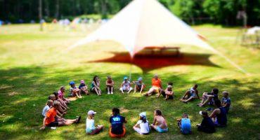 Turpinās bērnu un jauniešu pieteikšanās bezmaksas vasaras nometnēm