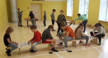 """Mežvidu pamatskola turpina dalību ESF projektā """"Atbalsts izglītojamo individuālo kompetenču attīstībai"""""""