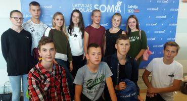 """Kārsavas novada skolēnu pārstāvji iniciatīvas  """"Latvijas skolas soma""""  atklāšanas pasākumā"""