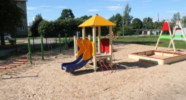 Kārsavā un Otrajos Mežvidus jauni bērnu rotaļu laukumi