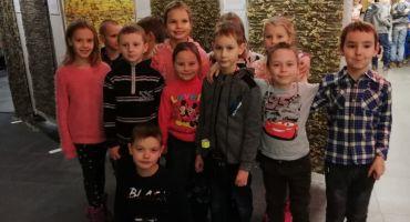 """Kārsavas vidusskolas 1.- 2.klašu skolēni apmeklēja Latvijas Leļļu teātra izrādi """"Pēdu Dzinējs Caps"""""""