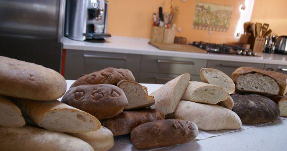 """Mērdzenes pamatskolas skolēni iepazīst Malnavas """"Dzīļu"""" maiznīcu"""