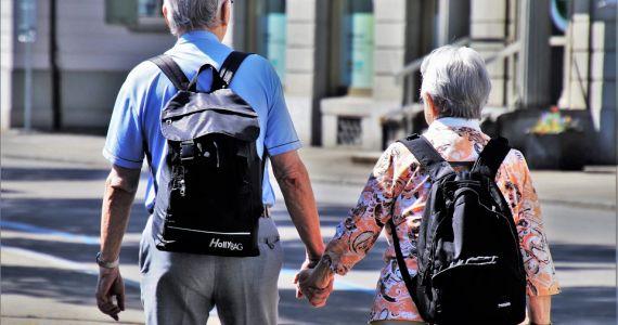 Septiņi vērtīgi padomi senioriem gājējiem drošākai dalībai ceļu satiksmē