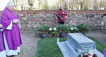 Prāvesta Jāzepa Aglonieša kapa pieminekļa iesvētīšana