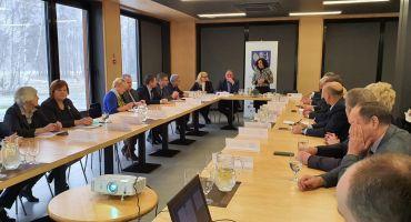LPRAP sēdē klātesot nozaru ministriem diskutē par izglītības un satikmes jautājumiem Latgalē