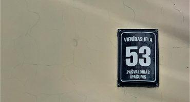 Atgādinājums par ēku numerācijas zīmju izvietošanu