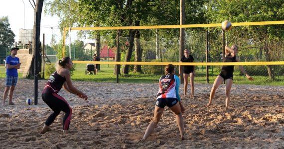 Aicinām bērnus un jauniešus uz bezmaksas volejbola nodarbībām