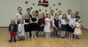 Mērdzenes pamatskolas audzēkņu sveiciens Latvijas Valsts svētkos
