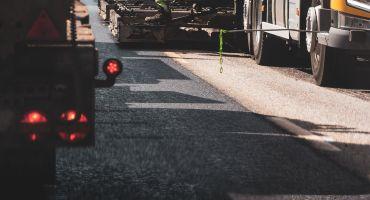 Latvijas ceļu būvē drīzumā varētu izmantot pārstrādātu gumiju