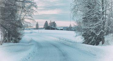 Vietējie autoceļi slideni un braukšanas apstākļi pa tiem vietām ir īpaši apgrūtināti